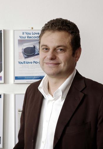 Pro-Jectプロジェクト 社長ハインツリヒテネガ― アナログレコードプレーヤー 小型コンポ